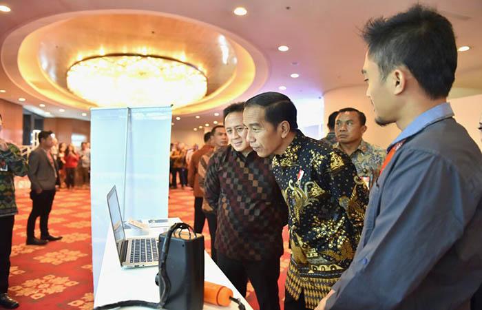 Presiden Joko Widodo mendorong para pelaku usaha digital di Tanah Air untuk jeli dalam melihat keunggulan budaya kita sendiri