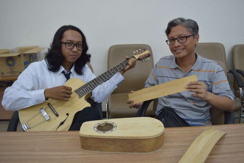 Gitar Bambu 'Made In' Mahasiswa ITS