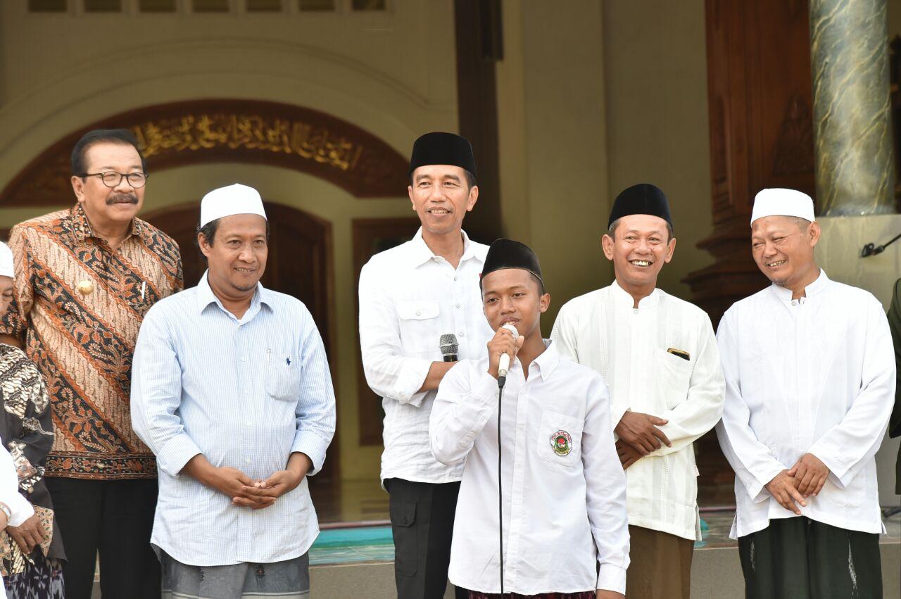 """Puisi Santri Pacitan """"Khalifah Kami"""" untuk Presiden"""