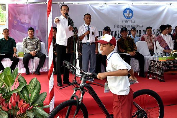 Hotman Kesal Uang Korban Danau Toba Cuma Seharga Sepeda: Orang Batak Jangan Munafik