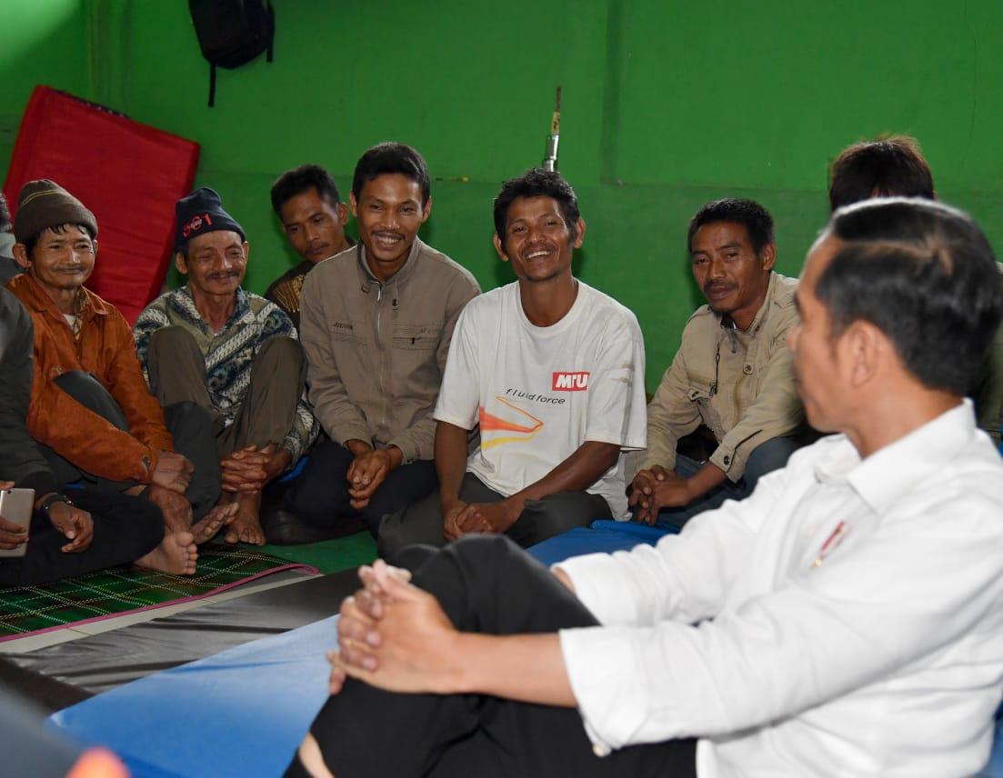 Presiden Jokowi Kunjungi Korban Gempa Banjarnegara
