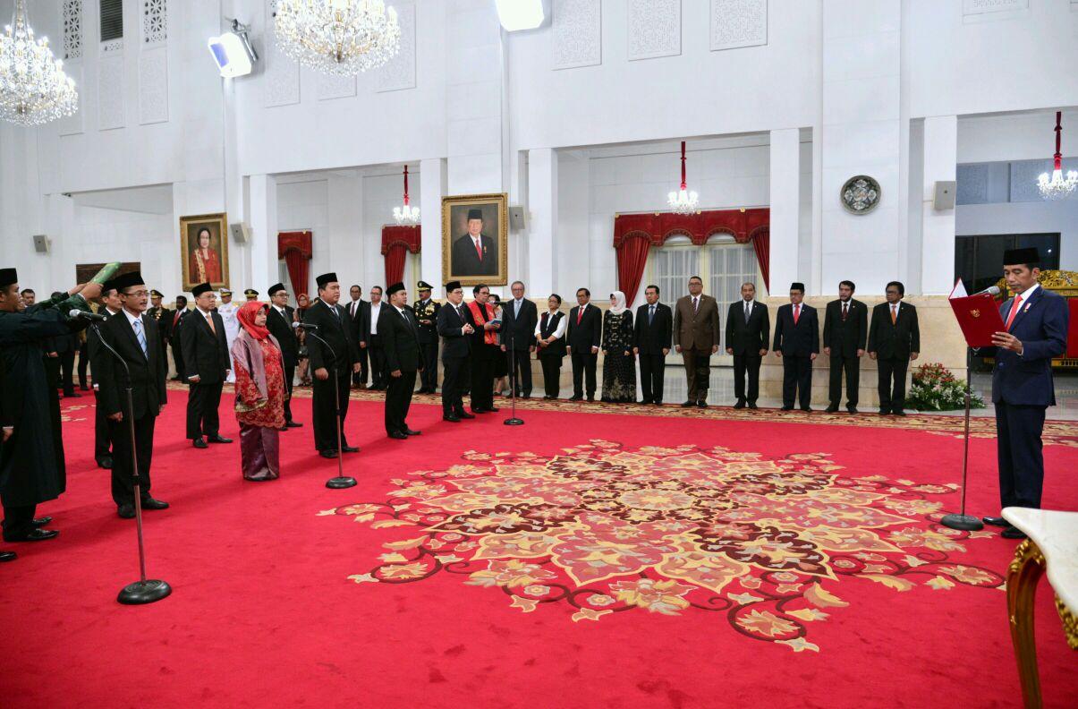 Jokowi Lantik Dubes RI untuk Afrika Selatan dan Anggota KPPU