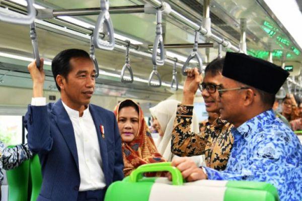 Presiden saat meresmikan Kereta Bandara di Padang