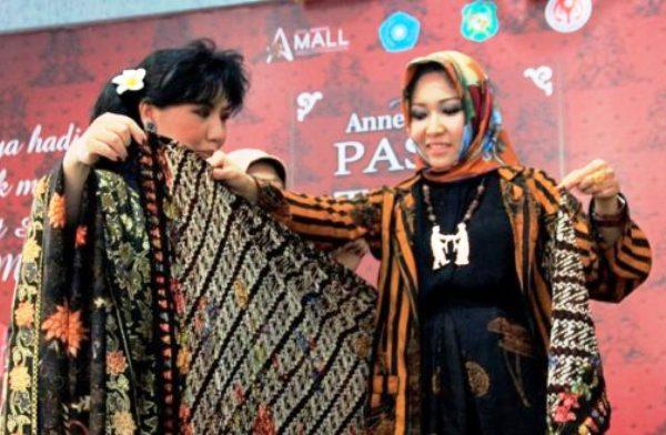 Membawa Batik dan Songket Medan ke Internasional