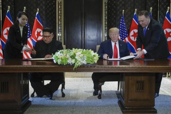 Trump-Kim menandatangani dokumen soal denuklirisasi