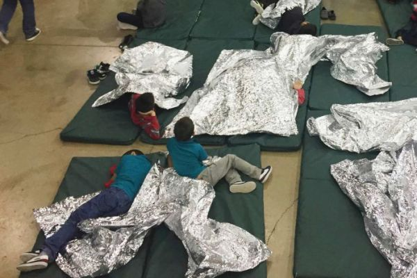 aturan pemisahan keluarga imigran