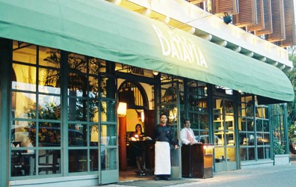 Cafe Batavia salah satu restoran bersejarah di Jakarta.