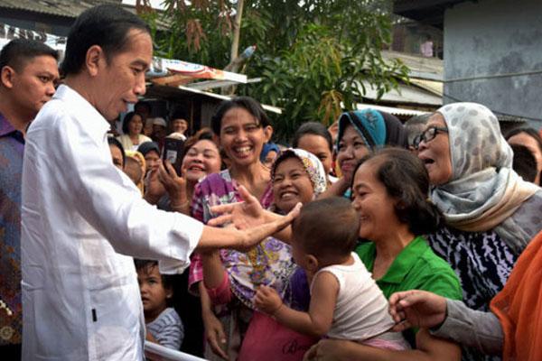 Bersilaturahmi di Solo, Presiden Bagikan Bingkisan Sembako