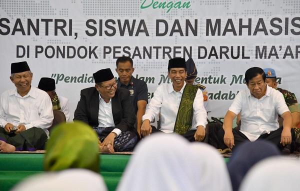 Silaturahmi ke Pesantren, Presiden Puji Pondok Pesantren Darul Ma'arif