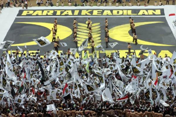 Terancam Ambang Batas Parlemen, Fahri Hamzah Perkirakan PKS Bubar