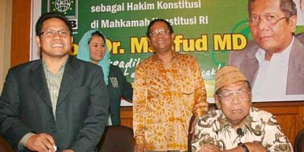 mendampingi Jokowi