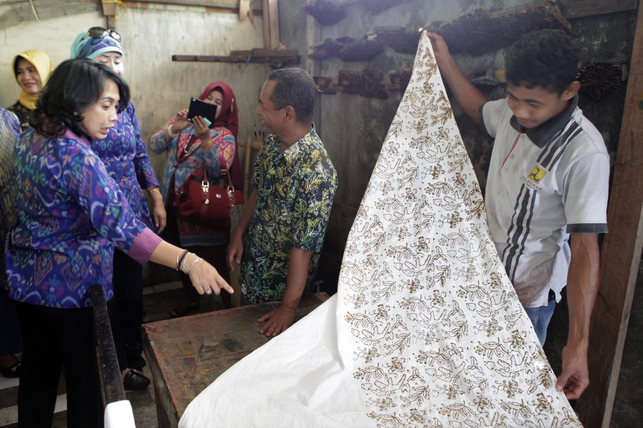 Kemenkop dan UKM Bersama Dekranas Dorong Pengembangan Batik Ternate