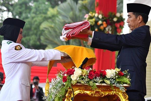 Presiden Jokowi Jadi Inspektur Upacara Penurunan Sang Merah Putih
