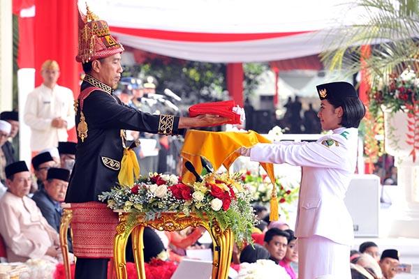 Pakai Busana Aceh, Presiden Jokowi Pimpin Upacara Detik-Detik Proklamasi Kemerdekaan RI