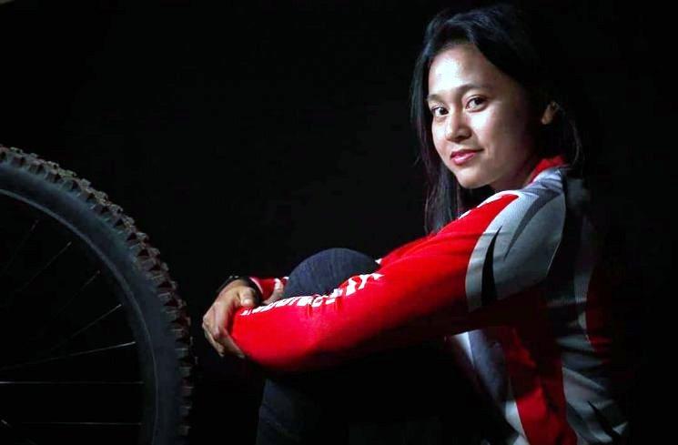 Si Telunjuk Patah yang Jadi Ratu Downhill Indonesia