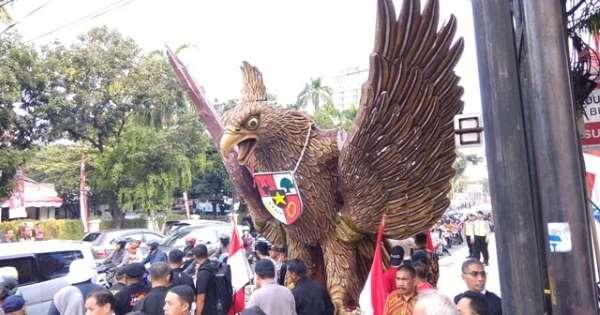 Jokowi-Ma'ruf Diiringi Garuda Pancasila dan Gamelan dari Para Pendukungnya