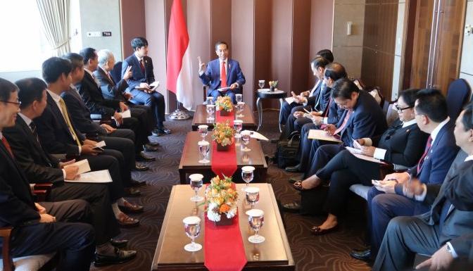 Di Seoul, Jokowi Ngobrol Eksklusif dengan Bos – Bos Perusahaan Korsel