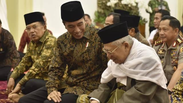 Survei LSI: Jokowi-Ma'ruf Unggul di Pengguna Media Sosial