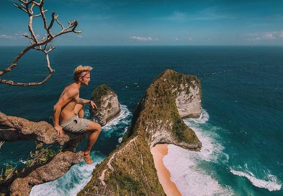 Menpar: Sebaiknya Tunda Dulu Wisata ke Luar Negeri