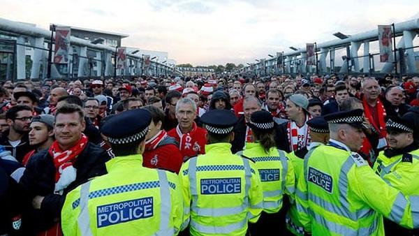 Terlepas Insiden Haringga, Bagaimana Keamanan Sepak Bola di Eropa?