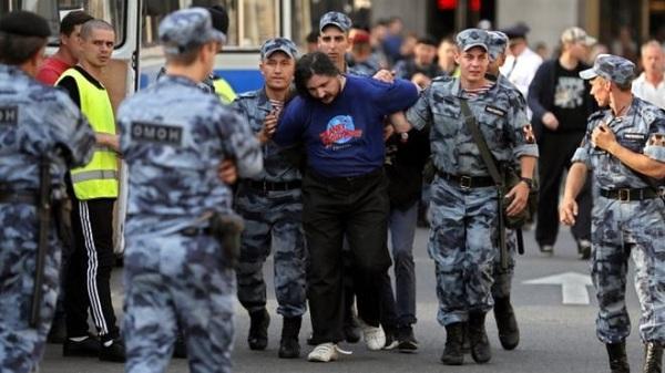 Menentang Perubahan Kebijakan Pensiun di Rusia, 800 Demonstran Ditangkap