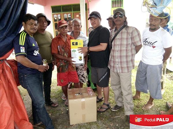 Warga Desa Terdampak Bencana di Kabupaten Sigi Terima Bantuan PLTS Portable dan Lampu LED Air Garam/Laut