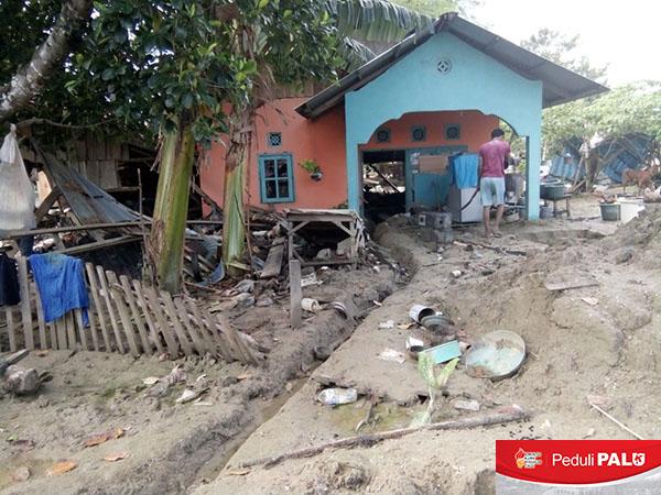 Salah satu rumah di Desa Kabobona, Kecamatan Dolo, Kabupaten Sigi yang rusak parah akibat gempa