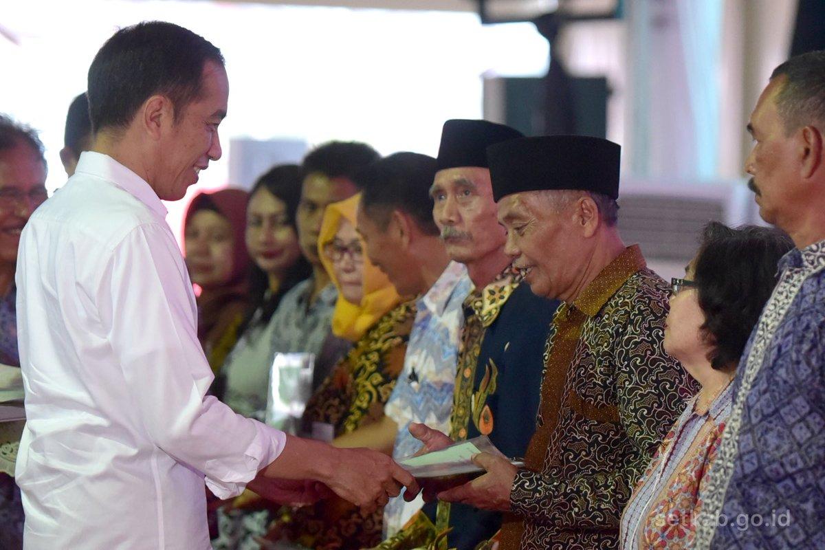 Serahkan Puluhan Ribu Sertifikat Tanah, Presiden Beri Pesan Khusus untuk Marunda