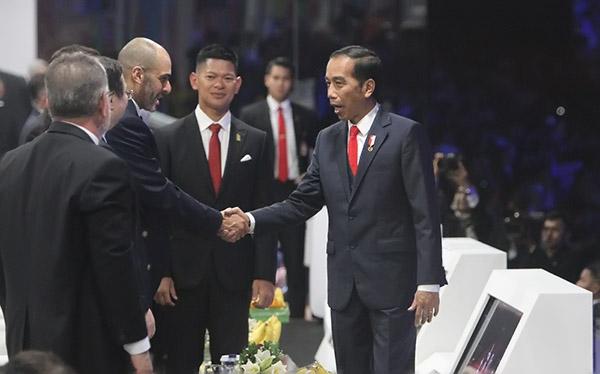 Beri Dukungan, Jokowi Hadiri Pertandingan Angkat Besi di Asian Para Games 2018