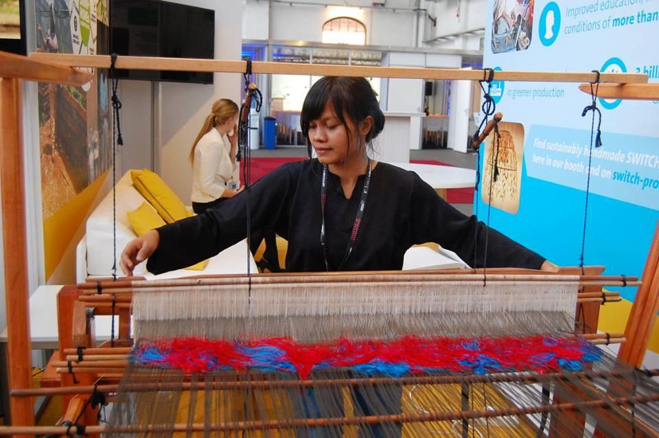 Membawa Songket Silungkang ke Pasar Dunia