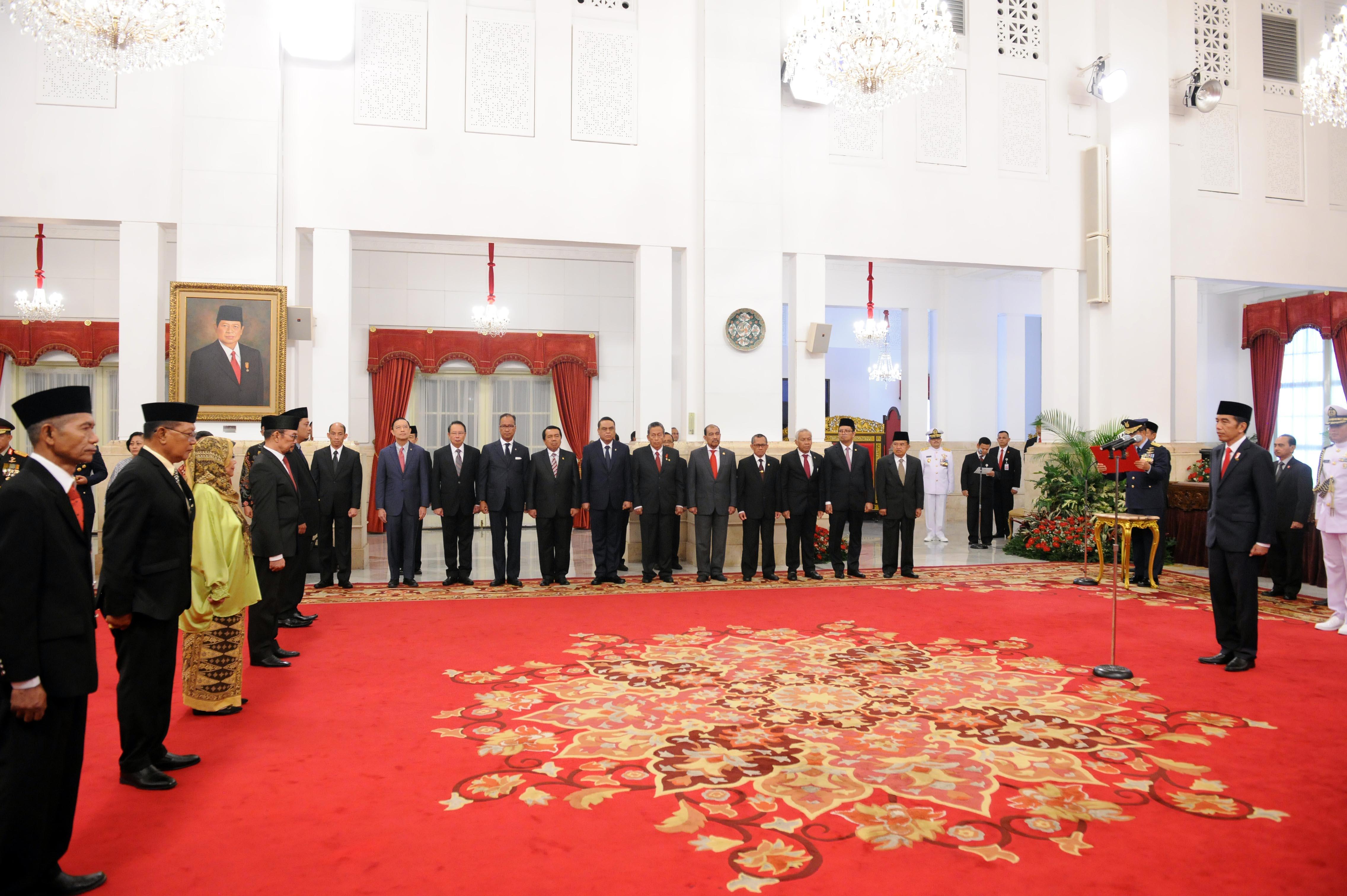 Presiden Jokowi Beri Gelar Pahlawan Nasional ke 6 Tokoh Indonesia