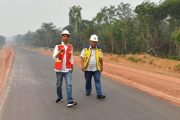 Presiden Jokowi Tinjau Pembangunan Ruas Jalan Trans Papua