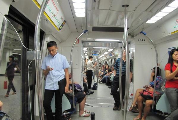 Penting! 6 Etika dan Peraturan Saat Naik MRT