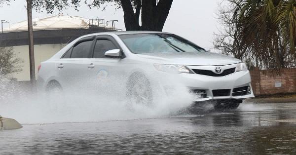 Berkendara Saat Hujan Deras, Ini Tips Serta Hal-Hal yang Harus Diperhatikan