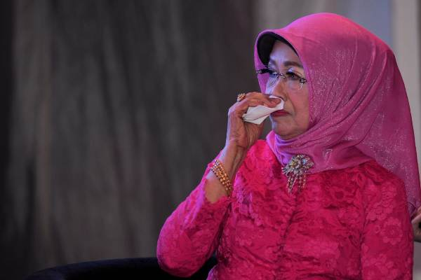 Kejutan Presiden Jokowi di Hari Ibu buat sang ibunda terharu