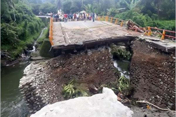 Putus Diterjang Banjir, Presiden Jokowi: Jembatan Penghubung Padang-Bukittinggi Dibangun Maret 2019
