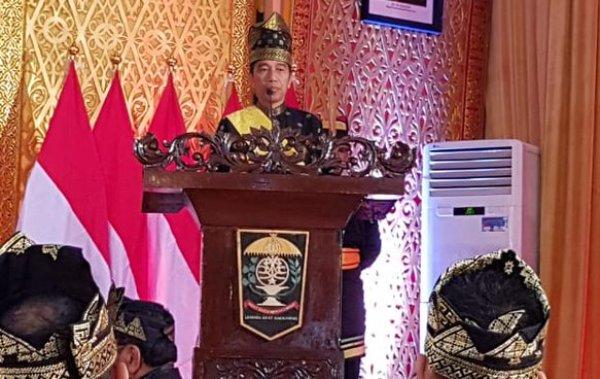 Jokowi bagikan sertifikat tanah untuk warga Riau