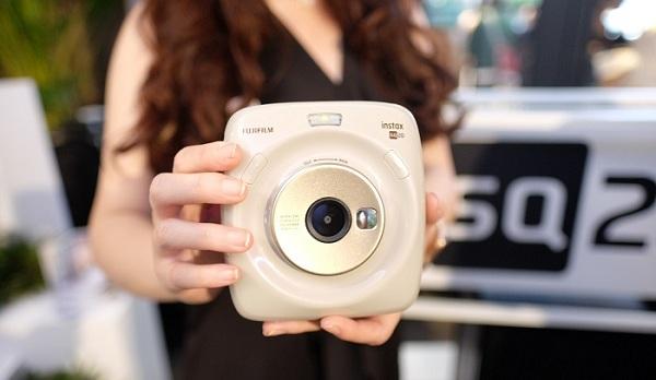Agar Tidak Boros Kertas Foto, Begini Cara Memotret dengan Kamera Instax