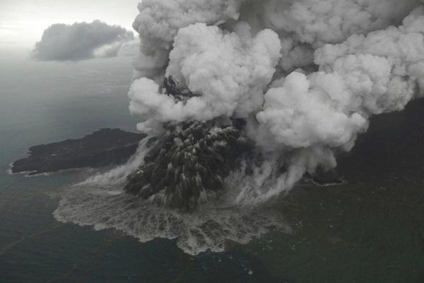 Anak Krakatau Erupsi, Begini Cara Hindari Bahaya Abu Vulkanik