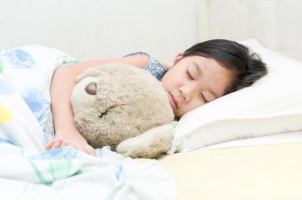 Ini Caranya Agar Anak Berani Tidur di Kamar Sendiri