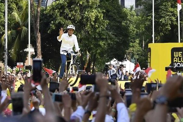 Saat Jokowi Hadiri Deklarasi Alumni Perguruan Tinggi Naik Sepeda Bambu Karya Lulusan ITB