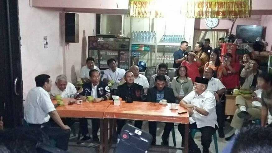 Jokowi Ngopi di Balige