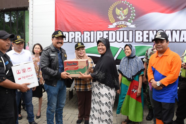 BURT Serahkan Bantuan 'DPR Peduli Bencana' Kepada Korban Banjir
