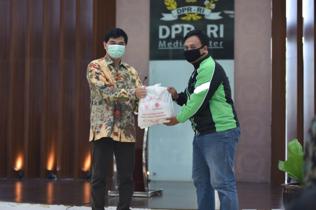 Bantuan Sembako Diharap Ringankan Beban Pegawai Lingkungan DPR
